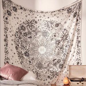 UO Ioana White Daisy Medallion Tapestry